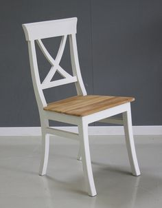 Het natuurlijke van het hout wordt extra geaccentueerd door het wit, en andersom. Deze stoel zit ook nog eens fijn! Dining Chairs, Furniture, Home Decor, Decoration Home, Room Decor, Dining Chair, Home Furnishings, Home Interior Design, Dining Table Chairs