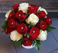 Bouquet de mariée avec roses rouges et roses blanches