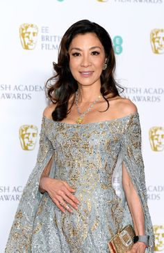 Michelle Yeoh Photos - Michelle Yeoh poses in the press room during the EE British Academy Film Awards at Royal Albert Hall on February 2019 in London, England. Girl Celebrities, Celebs, Michelle Yeoh, British Academy Film Awards, Kimono Fashion, Hottest Models, Woman Crush, Asian Woman, Glamour