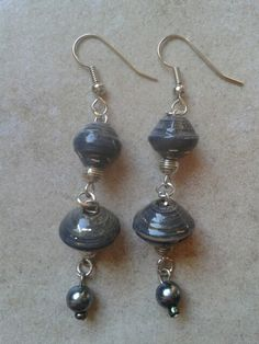Paper bead earrings; orecchini di perle di carta