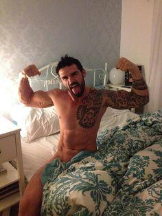 Stuart Reardon, that comforter has got to GO!