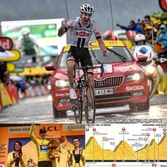 """Tom Dumoulin (Giant) wins the 9th stage of the Tour de France 38"""" before Rui Costa (Lampre) and Rafal Majka (Tinkoff), 1'39"""" before Daniel Navarro (Cofidis) and 1'57"""" before Winner Anacona (Movistar). Christopher Froome (Sky) is still the yellow jersey. #cycling  ___________________________  Tom Dumoulin (Giant) gana la 9ª etapa del Tour de France. #ciclismo  __________________________  Tom Dumoulin (Giant) vince la 9º tappa del Tour de France. #ciclismo  ___________________________  Tom…"""