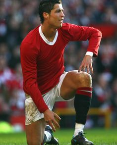 Cristiano Ronaldo playing a Manchester United game in tribute to the Busby Babes, in a plain red shirt/jersey Cristiano Ronaldo Manchester, Cristiano Ronaldo Junior, Cristiano Ronaldo Cr7, Manchester Derby, Manchester United Legends, Manchester United Football, Manchester City, Bobby Charlton, Football Icon