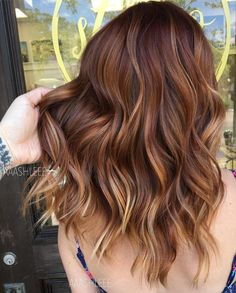 Partial vs Full Highlights: Theory, Tips and Examples Kastanienbraunes Haar What's the Difference Between Partial and Full Highlights? Auburn Hair Balayage, Hair Color Auburn, Hair Color Balayage, Brown Hair Colors, Balayage Hairstyle, Brown Auburn Hair, Fall Auburn Hair, Trendy Hair Colors, Auburn Ombre