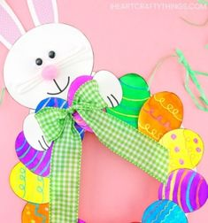 How to Make a Paper Plate Easter Egg Wreath - This colorful paper plate Easter Wreath is a simple and easy Easter Craft idea for kids of all ages to make. Cute DIY Easter decoration for home. Pink Crafts, Fun Arts And Crafts, Diy And Crafts, Easy Art For Kids, Crafts For Kids To Make, Cool Art Projects, Projects For Kids, App Iphone, Gif Disney