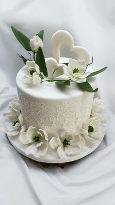 If you would like to be an expert at cake decorating, then you'll require practice and training. As soon as you've mastered cake decorating, you might become famous from the cake manufacturing business. Birthday Cake Roses, Elegant Birthday Cakes, Elegant Wedding Cakes, Elegant Cakes, Beautiful Wedding Cakes, Beautiful Cakes, Amazing Cakes, Fig Cake, Occasion Cakes