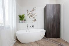 Mobile/Armadio contenitore su misura per bagno di design. Fitted furniture for design bathrooms. Made in Italy storage system/closet for keeping towels well organized. Interior Design Bathroom. Home Decorating Interior Inspiration.