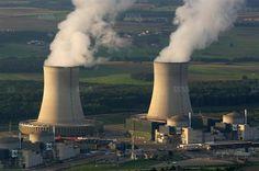 SELON UN RAPPORT DE L'IRSN  - Nucléaire : un accident majeur en France pourrait coûter 5 800 milliards d'euros   -- Image: L'usine nucléaire de Catternom en Moselle.  Photo AFP/Jean-Christophe VERHAEGEN