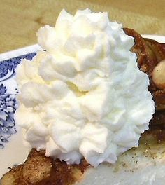 Low Carb Whipped Topping using heavy cream, sugar free instant vanilla (or use white chocolate) pudding (using dry mix) and Splenda - can be frozen. Per batch is 12 carbs, per serving is 1 carb Low Carb Menus, Low Carb Sweets, Low Carb Desserts, Low Carb Keto, Just Desserts, Dessert Recipes, Diabetic Recipes, Low Carb Recipes, Cooking Recipes