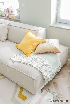 Best Interior, Interior Ideas, Sitting Area, House Colors, Sofas, Couches, Studio, Living Room Decor, Love Seat