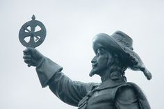 Samuel de Champlain et son astrolabe, instrument de navigation Samuel De Champlain, Exploration, Quebec City, His Eyes, Teacher Resources, Social Studies, Documentaries, Two By Two, Mystery