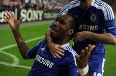 Drogba anota el penal decisivo y festeja el título del Chelsea