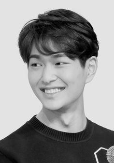 I swear his smile is one of the best things on earth (*≧∀≦*) Onew Jonghyun, Lee Taemin, K Pop, Shinee Members, Dramas, Shinee Debut, Choi Min Ho, Lee Jinki, Kim Kibum
