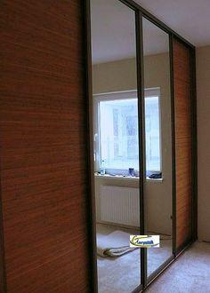 Zdjęcie drzwi w szafie wykonane z maty bambusowej doskonale komponują się z lustrem i okuciami Indeco Niagara oliwka http://www.goryniak.pl/szafy_wnekowe/szafy35wnekowe.jpg