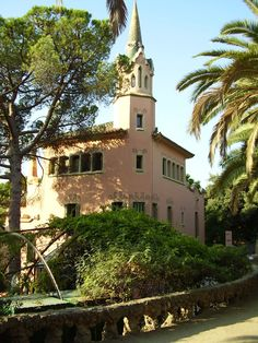 Gaudi's home at Park Güell Parc Guell, Gaudi, Mansions, Park, House Styles, Home Decor, Decoration Home, Manor Houses, Room Decor