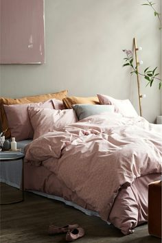pink sheets and grey walls #bedroom