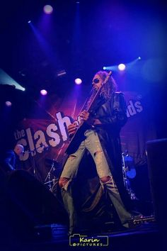 The Clash Of The Cover Bands. (Tnx to Karin for the picture).  #ROVED #Grunge #GrungeBand #GrungeRock #TheClashOfTheCoverBands #DeMelkweg