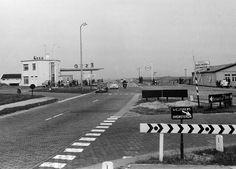 Esso station vijftiger jaren.jpg - 559kB. Van file nog geen sprake