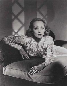 Marlene Dietrich …  Horst P. Horst … ca. 1945 …