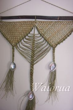 Weaving Wall Hanging, Wall Hangings, Flax Weaving, Weaving Designs, Maori Art, Product Ideas, Weaving Techniques, Table Runners, Macrame