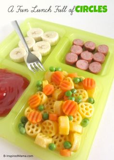 Find out how we used a Michelina's frozen entree to make a fun lunch full of circles for the kids! Plus find more easy lunch ideas using frozen entrees! Healthy Toddler Meals, Toddler Lunches, Kids Meals, Toddler Food, Lunch Snacks, Lunch Box, Baby Food Recipes, Snack Recipes, Healthy Recipes