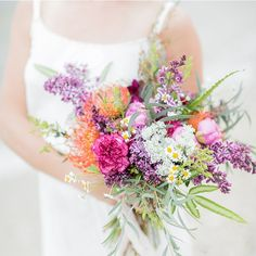 Holy gorgeousness!! @weddingchicks is signing out so make sure you FOLLOW to keep seeing breathtaking images like these from @kelseycombephoto #bouquet #wedding #flowers #love #photography
