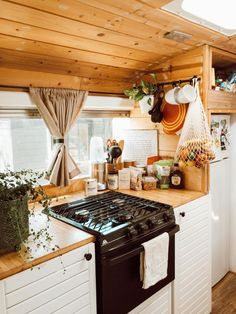 School Bus Tiny House, School Bus Camper, Old School Bus, Bus Living, Tiny House Living, Converted School Bus, Converted Vans, Kombi Home, Caravan Renovation