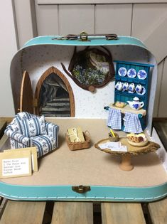 Excited to share the latest addition to my shop: Bespoke suitcase diorama as shown- Ratón Pérez ( tooth fairy Mouse) Mouse Hole under a tree. In picture a large suitcase high finish. Diy Dollhouse, Dollhouse Furniture, Dollhouse Miniatures, Diy For Kids, Crafts For Kids, Mini Mundo, Mini Doll House, Miniature Rooms, Miniture Things