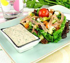 Salade fromagère, sauce yaourt aux herbes | Envie de bien manger. Plus de recettes ici : http://www.enviedebienmanger.fr/recettes/sauce