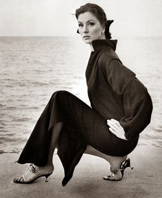 Suzy Parker photographed by Horst P. Horst for Vogue, Nassau, Carmen Dell'orefice, Vogue Photography, Vintage Fashion Photography, Beauty Photography, Photography Ideas, Jean Shrimpton, Richard Avedon, Moda Vintage, Vintage Vogue