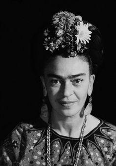 """colecciones: """" """"Frida Kahlo photographed by Marcel Sternberger. """" """""""