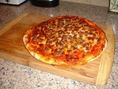 Pizza cu suc de rosii