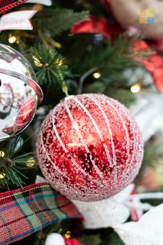#ornament #redandwhite #redandgreen #redchristmasdecor #greenchristmasdecor #whitechristmasdecor #christmas #christmastime #christmasseason #christmasvibes #christmasspirit #christmasdecorating #christmasdecor #christmasdecorations #christmashome #christmasinspiration #christmasinspo #vermeersgardencentre