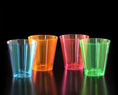 Neon Shots 2 Oz. 60 Pack PAQUETE DE 60 SHOTS CON CAPACIDAD DE 2 ONZAS SEPARADOS EN 15 PIEZAS EN DIFERENTES COLORES NEON (AZUL, NARANJA, VERDE Y ROSA).