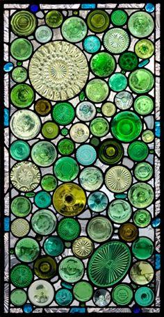 Витраж из старых стекляных бутылок