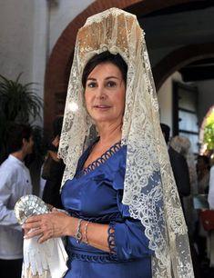 Mantillas Fina Berrio López   Famosas y personalidades