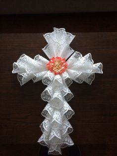 Image gallery - Her Crochet Paper Doily Crafts, Doilies Crafts, Paper Doilies, Fall Crafts, Easter Crafts, Holiday Crafts, Crafts To Make, Wreath Crafts, Diy Wreath