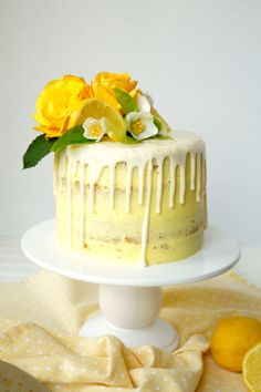 Make mom a special treat for Mother's Day with this beautiful Vegan Lemon Curd Layer Cake! Lemon cake layers are stuffed with homemade lemon curd and decorated with a perfectly lemony yellow frosting for the finishing touch. Desserts Végétaliens, Vegan Dessert Recipes, Cake Recipes, Cupcakes, Cupcake Cakes, Vegan Lemon Curd, Tortillas Veganas, Vegan Treats, Food Cakes