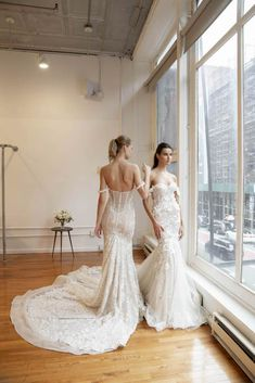 Double the trouble with these gorgeous gowns and models! Lovella got a first look at the newest BERTA Priv�e collection during New York Bridal Fashion Week!