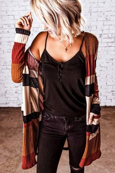 Trendy and casual tops for women - we carry casual boho-chic tops for . - Trendy and casual tops for women – we have casual boho-chic tops for women you& love! Style Casual, Preppy Style, Casual Outfits, Women's Casual, Casual Fall, Casual Trends, Flannel Outfits, Teen Outfits, Sweater Outfits