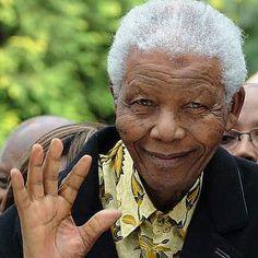 "The Anti-apartheid Icon "" Nelson Mandela "" Who Restored His People's Pride Nelson Mandela Biography, Nelson Mandela Quotes, Apartheid, Cry Freedom, Steve Biko, Blog Fotografia, First Black President, Black Presidents, Latest World News"