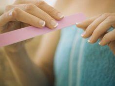 paznokcie, pilnik, kobieta, jak dbać o paznokcie
