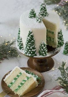 photo of a christmas tree cake covered in buttercream pine trees and dusted wi. A photo of a christmas tree cake covered in buttercream pine trees and dusted wi., A photo of a christmas tree cake covered in buttercream pine trees and dusted wi. Christmas Tree Cake, Christmas Sweets, Christmas 2019, Creative Christmas Food, Christmas Birthday Cake, Cake Birthday, Christmas Wedding Cakes, Christmas Decor, Birthday Games