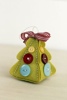 Felt And Button Christmas Tree Ornament by Erin Lincoln for Papertrey Ink (September 2015)