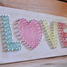 """Si te encanta el arte, y además eres mañoso/a, no puedes dejar de probar el """"string art"""" o hilorama. Consiste en realizar composiciones o cuadros con una base de madera en la que se colocan unos clavos colocados según el patrón o dibujo elegido; enrollandose hilos, cuerdas o ala... Diy Gifts For Friends, Diy Crafts For Gifts, Easy Diy Crafts, Fun Crafts, Crafts For Kids, Arts And Crafts, Paper Crafts, String Art Templates, String Art Patterns"""