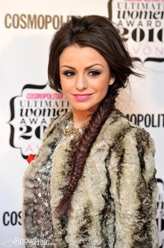 Cher Lloyd hairstyles pictures are here. Celebrity hairstyles and much more on IKnowHair. Party Hairstyles For Long Hair, Smart Hairstyles, Pixie Hairstyles, Hairstyles With Bangs, Pretty Hairstyles, Bangs Hairstyle, Glamorous Hairstyles, Homecoming Hairstyles, Wedding Hairstyles