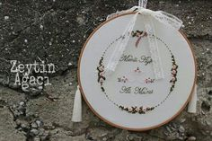 Nişan tepsisi.. gül bahçesi.. Embroidery. Wedding Cross Stitch, Ring Bearer Pillows, Hand Embroidery Patterns, Handicraft, Needlework, Diy And Crafts, Wedding Decorations, Invitations, Engagement