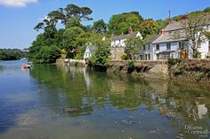 Waterside houses in the picturesque village of Helford, in south Cornwall New Zealand Landscape, Yorkshire England, Yorkshire Dales, Devon And Cornwall, Kingdom Of Great Britain, Paradise On Earth, England And Scotland, London Photos, English Countryside