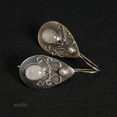 Ilha - kolczyki z kamieniem księżycowym i perłą. / monablue / Biżuteria / Kolczyki