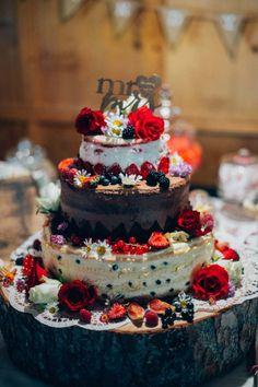 #Hochzeitstorte mit vielen Blüten